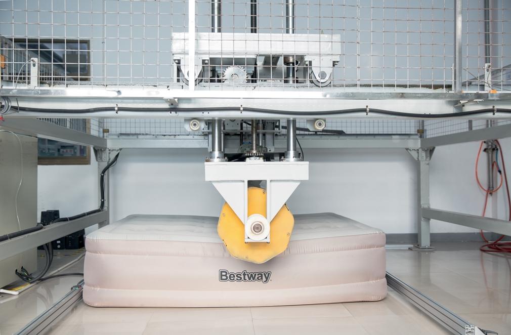 Materace firmy Bestway przechodzą restrykcyjne testy. Dzięki temu klient może być pewien, że otrzymuje produkt najwyższej jakości
